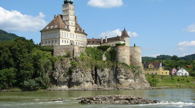 Blue Danube – Monasteries & Vineyards