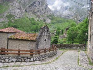 Rita Jaros - walks in the Picos de Europa, Spain